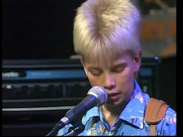 Bigbang - 10 year old Øystein Greni plays Jimi Hendrix Purple Haze (Halvsju NRK)