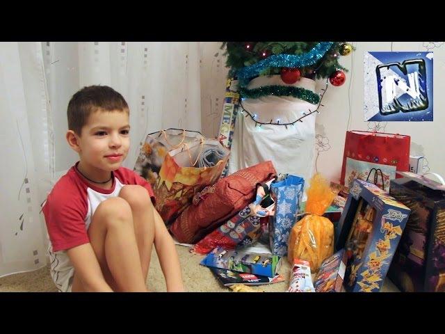 Подарки Коле от Деда Мороза распаковка игрушек под Новогодней ёлкой Gifts from Sant...