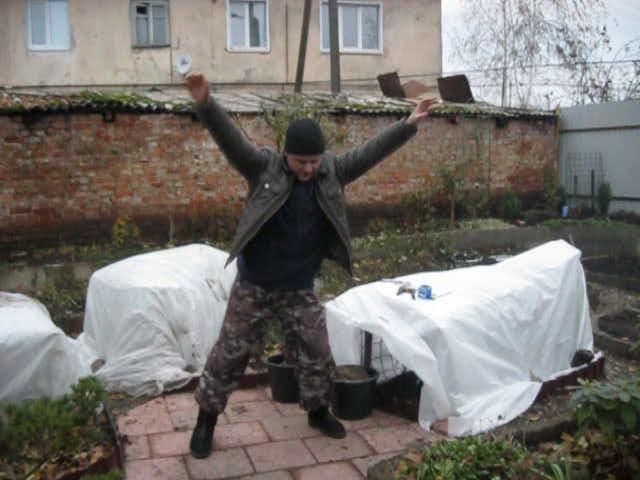 отдыхалочка в саду во время работы))