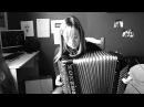 La foule d'Edith Piaf a l'accordéon - CASSANDRA BOISSERIE