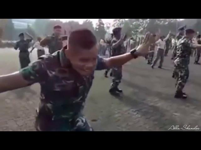 Буй Буй Буй Танец солдата и мальчика(Танцует киргизский мальчик)