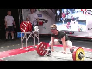 Келси Маккарти вес 68 кг приседает 252.5 кг, жмет лежа 170 кг, тянет 210 кг в однослойной экипировке