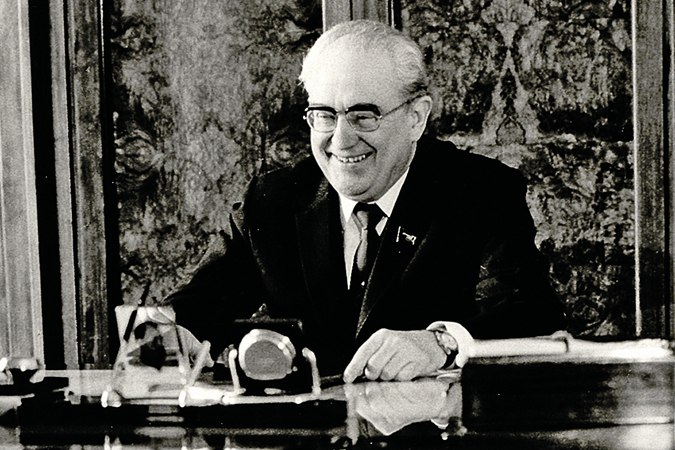 Глава КГБ Андропов об активизации зарубежных СМИ по сбору информации от А.Д. Сахарова и др. (1971)