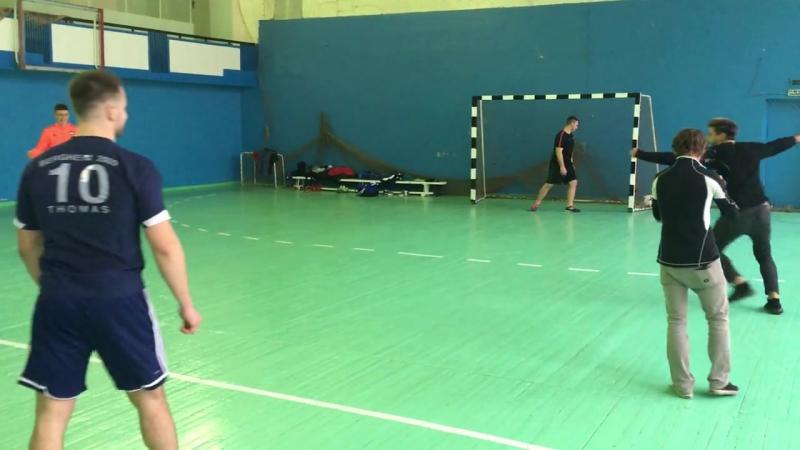 Олимпийская чемпионка ДАРЬЯ ШКУРИХИНА играет в футбол!