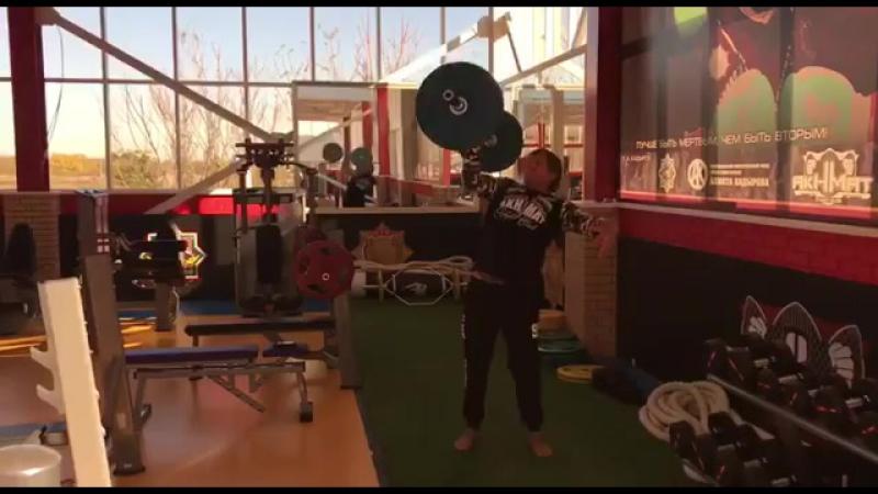 Боец ММА - Александр Емельяненко, подъем на плечо и жим одной рукой штанги весом 60 кг 💪