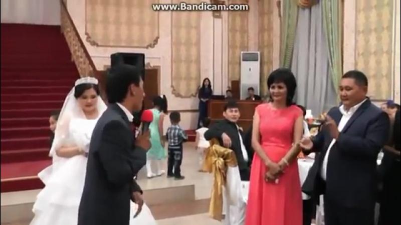 Jenih_na_kazahskoy_svadbe_porval_internet_18