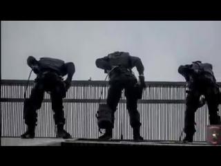 Высотно-штурмовая группа ОМОН 'Зубр' ЦСН СР ФСВНГ РФ 'входит в адрес'.