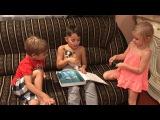 Митя Кузин читает сказку своим младшим брату Кирюше и сестре Белле