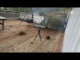 Man films lightning that strikes 5 metres away. Человек снимает молнию, которая ударяет в 5 метрах.