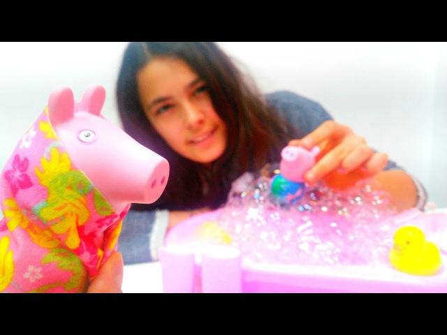 Kardelen kirlenmiş domuzlara banyo yaptırıyor 🛀- PeppaPig ve George 🐽 oyun parkındalar