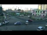 Тюляева/Уральская, 28.11.  - Автор сообщает, что полоса, по которой ехал кроссовер, подразумевает движение только направо, но он