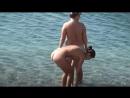 Две классные нудистки на берегу чёрного моря