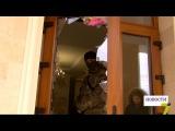 Подразделение КОРД, разбитые стекла и граната обыски в доме известного бизнесм ...