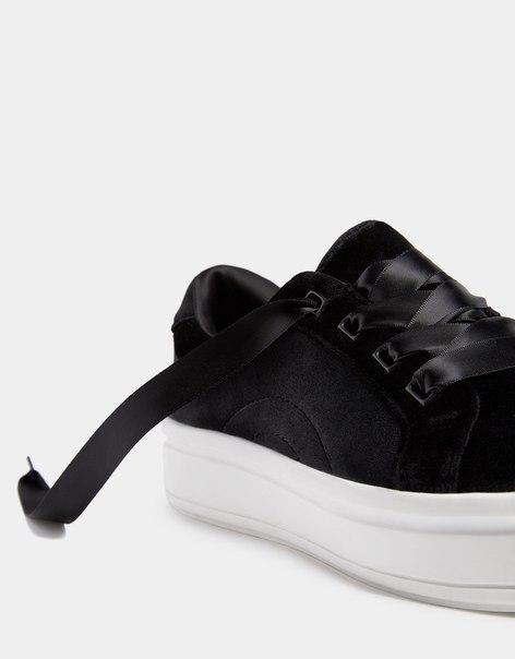 Кроссовки из бархата с атласными шнурками