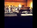 Филармонический оркестр города Колумбия исполняет песню Элтона Джона