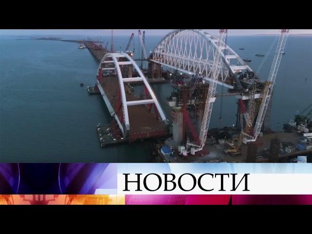ВКерченском проливе начали поднимать автомобильную арку моста наопоры.