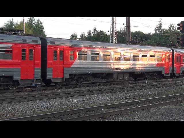 Электропоезд ЭР2Р 7078 прибывает на станцию Бужаниново
