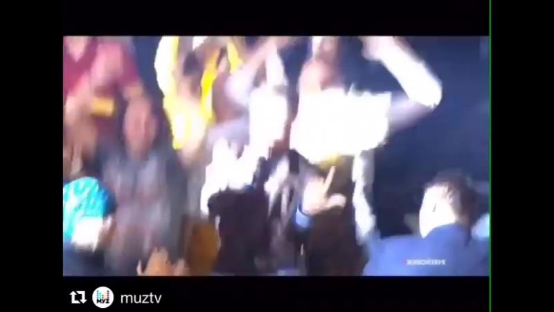 Repost@muztv(@get_repost) ・・・ На сцене@novaya_fabrika_zvezdноваяфабриказвездгруппа Север 17@sever.17_officialс бомбическ