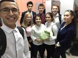 Поздравление Лилие Гатиятовне от 11Б класса.
