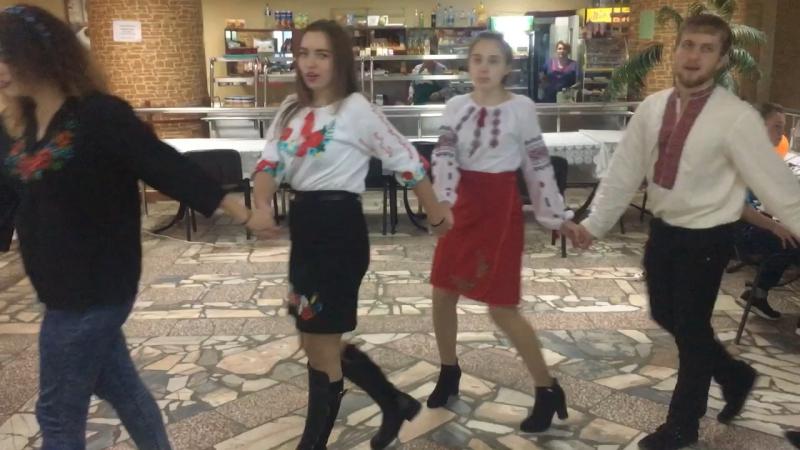 Дівчата запрошують до танцю...(08.11.2017)