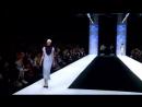 Показ моды под Харе Кришна. Необычно но очень захватывающий.