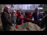 05.05.2017г. Ветераны и работники ЛАЭС возложили цветы к памятному камню деревни Долгово и вышке Черныша