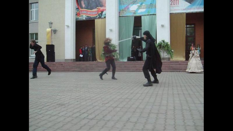 Историч.картины с дракой.26.08.2011г.на площадке у Дворца молодёжи