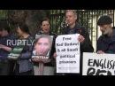 Великобритания Жена блогера, заключенная в тюрьму в Саудовской Аравии, приводит протест с требованием его освобождения.