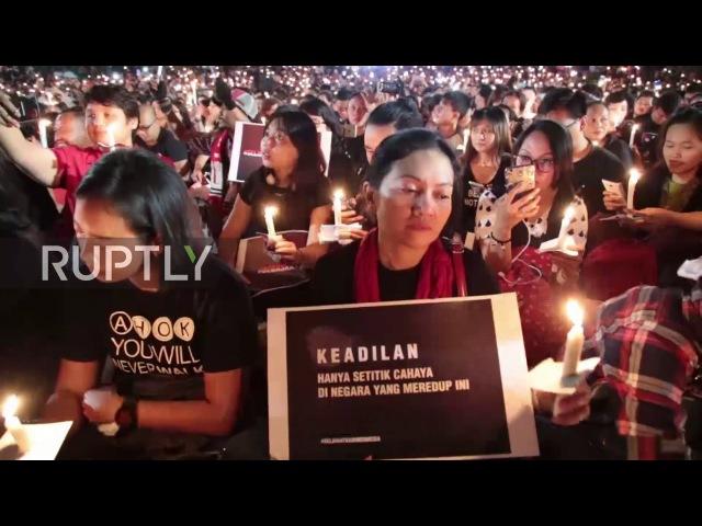 Индонезия: тысячи людей присоединяются к Ахок в Джакарте после того, как губернатор был заключен в тюрьму за богохульство.