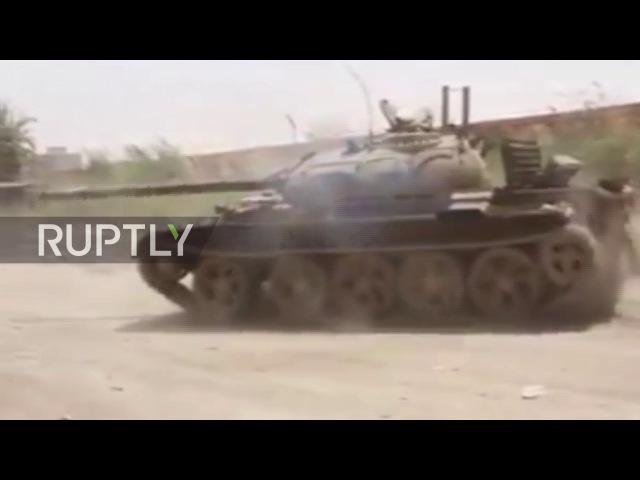 Ливия ЛНА развязывает огневую мощь в качестве столкновения с собакой Бенгази.