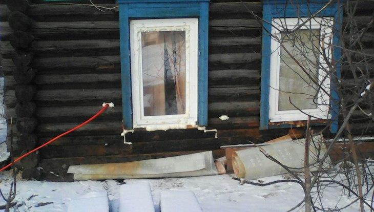 Штраф в 800 руб грозит томичке, въехавшей на Honda в деревянный дом