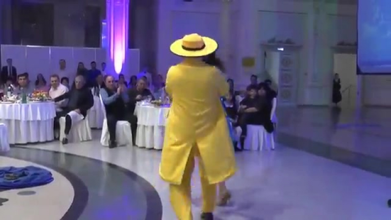 Девушка Танцует и Переодевается. гСим
