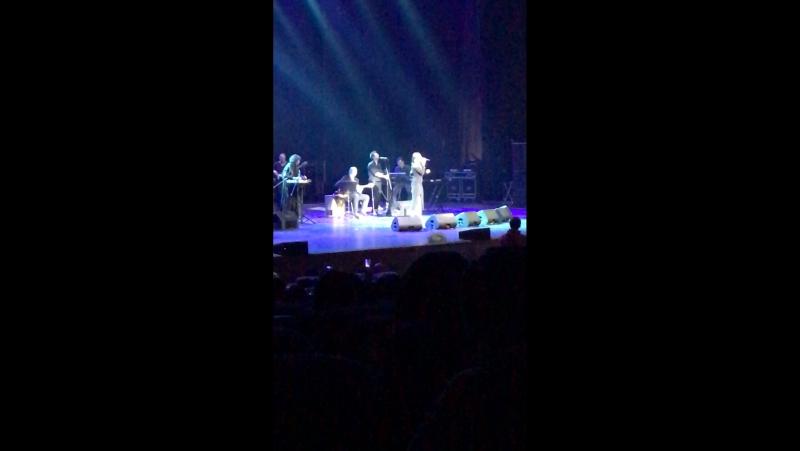 На концерте Мустафы Сандал