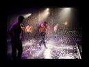 Шоу под дождём!