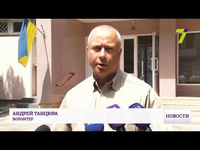 В Одессу доставили раненых из зоны АТО Опубликовано: 22 июн. 2017 г. youtu.be/gUGt5EQvj4g В Одесский военный клинический госпиталь из Днепра доставили 22 раненых бойца. Об этом на своей странице в Facebook сообщил волонтер Андрей Танцюра. Четв