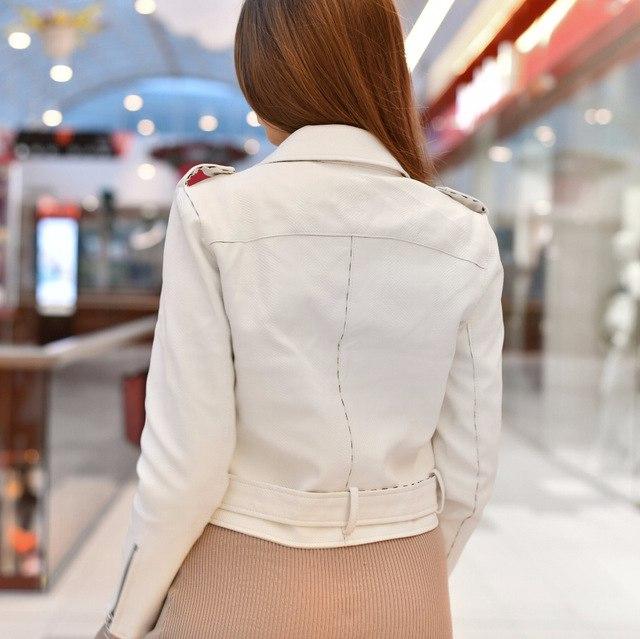 Белоснежная кожаная курточка от Simplee