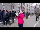 Славянск. 12 апреля, 2014. Штепа подошла к захваченному горотделу милиции.