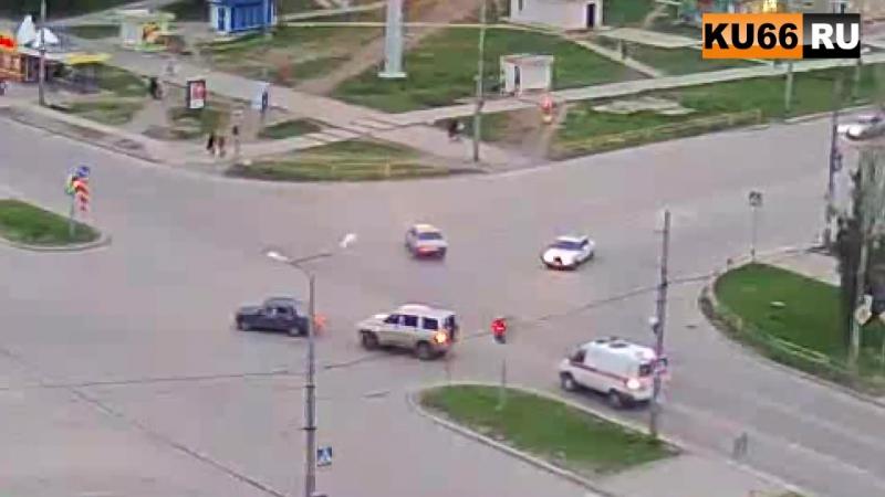 23.05.17 ДТП в в Каменске-Уральском на перекрестке улиц Суворова и Каменская.