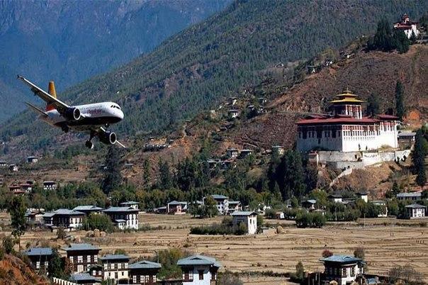 Аэропорт Паро, Бутан.