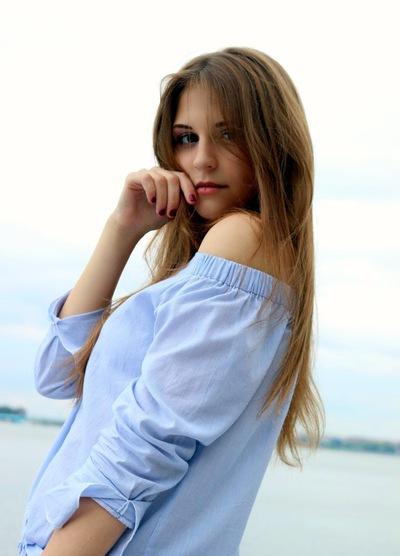 Лена Пурис