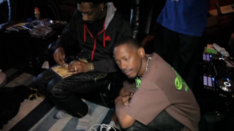 Snoop Dogg rollin up Zodiak Kurupts MoonRocks while playing unrealeased song w⁄ Pharrell moon rock
