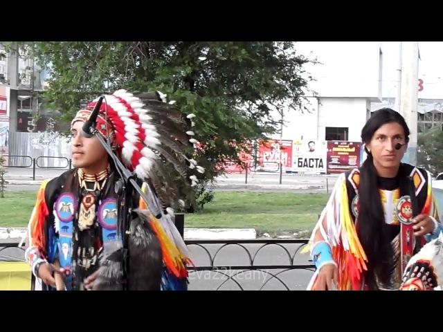 Индейцы из Эквадора в Астрахани-Muchachos de pelo largo