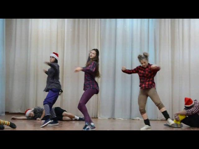 Новый Год:) Танец гномиков!