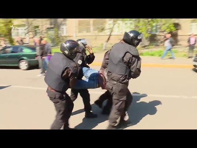 мусора напали на учасників мітінгу проти Аброськіна і Голубана