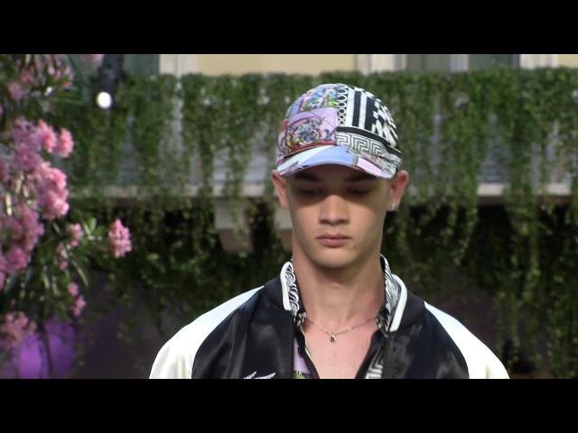 Versace Spring Summer 2018 Men's Fashion Show