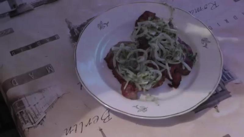 Жареная шейка с маринованным луком (Neck with marinated onions)