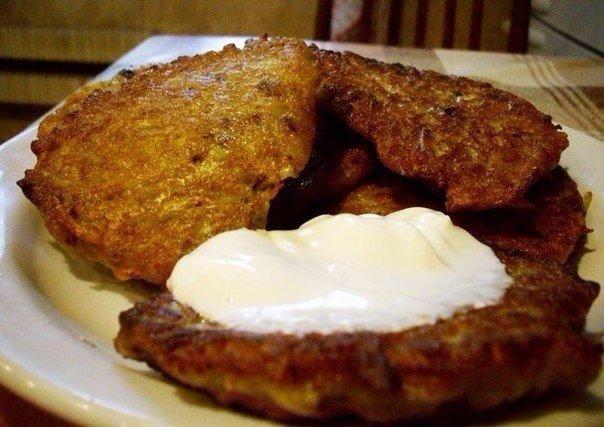 Драники Ингредиенты: яйца мука картошка грибы соль перец сметана Приготовление: Собственно, главное в этом деле - картошка.