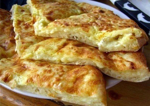 БЫСТРЫЕ ХАЧАПУРИ Ингредиенты: ● Сыр твердый (тертый) —