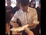 25072017 Предпоказ в Шанхае, выход, раздача автографов