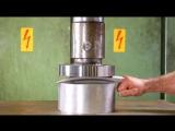 Когти Росомахи под гидравлический пресс - Wolverine's claws under the hydraulic press ( 476 X 854 ).mp4
